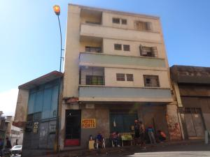 Edificio En Ventaen Caracas, Parroquia Santa Rosalia, Venezuela, VE RAH: 22-8230