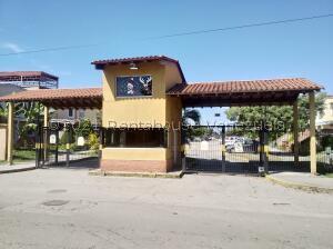 Townhouse En Ventaen Valencia, Flor Amarillo, Venezuela, VE RAH: 22-8270