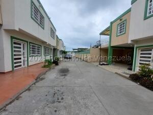 Townhouse En Ventaen Cabimas, Nueva Delicias, Venezuela, VE RAH: 22-8282