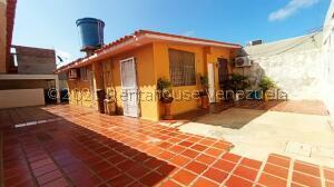 Casa En Ventaen Punto Fijo, Pedro Manuel Arcaya, Venezuela, VE RAH: 22-8299