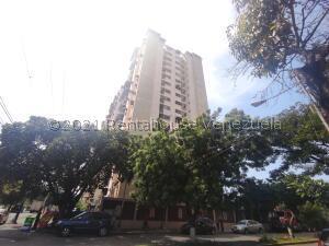 Apartamento En Ventaen Maracay, Urbanizacion El Centro, Venezuela, VE RAH: 22-8345