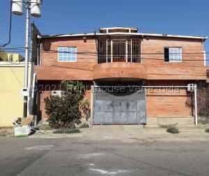 Local Comercial En Ventaen Coro, Centro, Venezuela, VE RAH: 22-8411