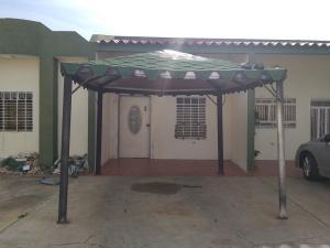 Casa En Ventaen Cabimas, Cumana, Venezuela, VE RAH: 22-8424