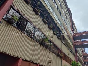 Apartamento En Ventaen San Antonio De Los Altos, La Rosaleda, Venezuela, VE RAH: 22-8505
