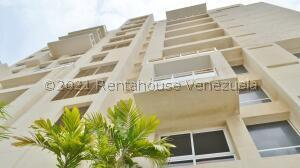 Apartamento En Alquileren Maracaibo, La Lago, Venezuela, VE RAH: 22-8519