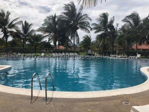 Townhouse En Ventaen Higuerote, Villas De Monte Lindo, Venezuela, VE RAH: 22-8723