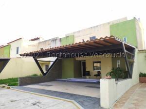 Townhouse En Ventaen Municipio San Diego, La Cumaca, Venezuela, VE RAH: 22-8708