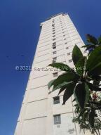 Apartamento En Alquileren Catia La Mar, Playa Grande, Venezuela, VE RAH: 22-8668