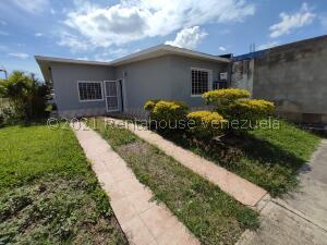 Casa En Ventaen Palo Negro, Conjunto Residencial Casanova, Venezuela, VE RAH: 22-8742