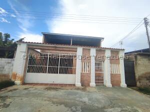 Casa En Ventaen Turmero, Zona Centro, Venezuela, VE RAH: 22-8766