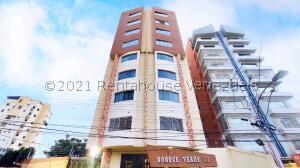 Apartamento En Ventaen Maracay, El Bosque, Venezuela, VE RAH: 22-8810