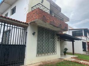 Casa En Ventaen Valencia, Los Naranjos, Venezuela, VE RAH: 22-8813