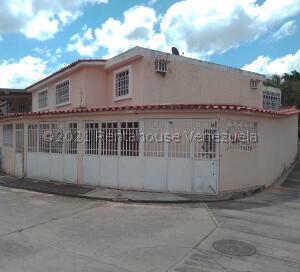 Townhouse En Ventaen Guatire, Country Club Buena Ventura, Venezuela, VE RAH: 21-3870