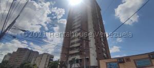 Apartamento En Ventaen Maracay, Avenida Ayacucho, Venezuela, VE RAH: 22-8873