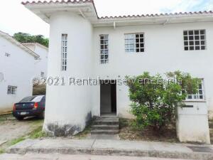 Casa En Ventaen Los Teques, Los Teques, Venezuela, VE RAH: 22-8888