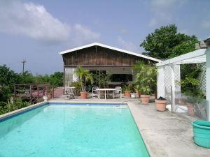 Large 16x32 pool.