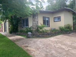 2E-25 Caret Bay LNS, St. Thomas,