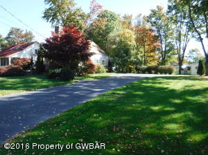 93 Lakeview Dr, Sweet Valley, PA 18656
