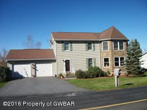 34 Twin Ln, Sugarloaf, PA 18249