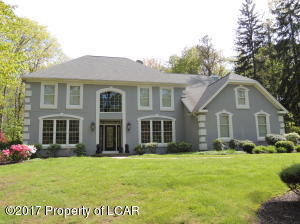 333 Deer Run Dr, Mountain Top, PA 18707