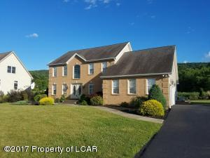 146 Rock Glen Rd, Sugarloaf, PA 18249