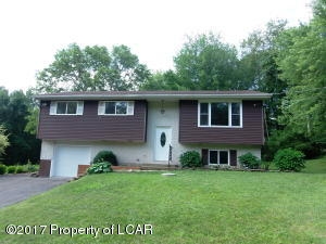 5098 Nuangola Rd, Mountain Top, PA 18707