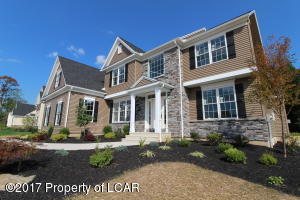 1123 Woodberry Dr, Mountain Top, PA 18707