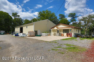 1750 River Rd, Pittston, PA 18640