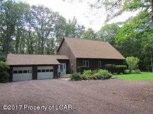 224 Cherrywood Dr, Mountain Top, PA 18707