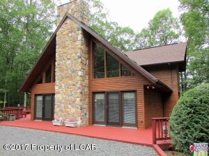 142 Buck Ridge Dr, Drums, PA 18222