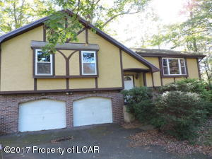8 Walden Dr, Mountain Top, PA 18707