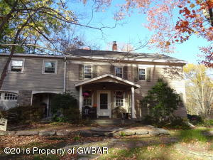 205 Follies Rd, Dallas, PA 18612