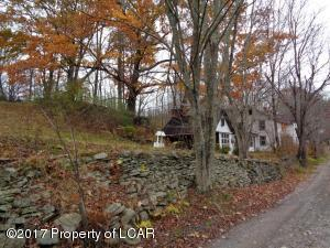 174 SWEET VALLEY RD, Hunlock Creek, PA 18621