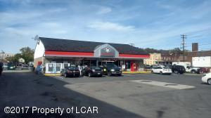 Turkey Hill Convenience Store & Gas Pumps