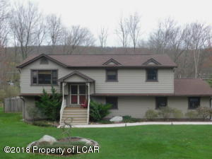 11 Colony Dr, Mountain Top, PA 18707