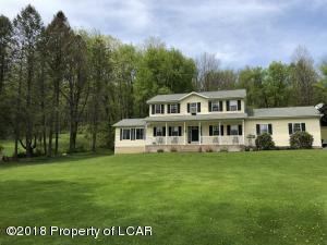2 Elm Ln, Sweet Valley, PA 18656
