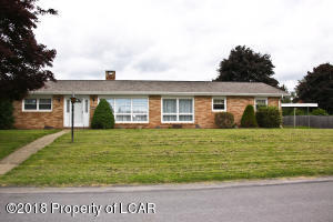 30 Westminster Dr, Dallas, PA 18612