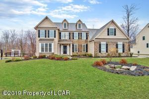 1090 Woodberry Drive, Mountain Top, PA 18707