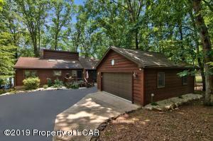 442 W Lake Valley Drive, Hazleton, PA 18202