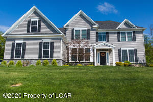 1113 Woodberry Drive, Mountain Top, PA 18707