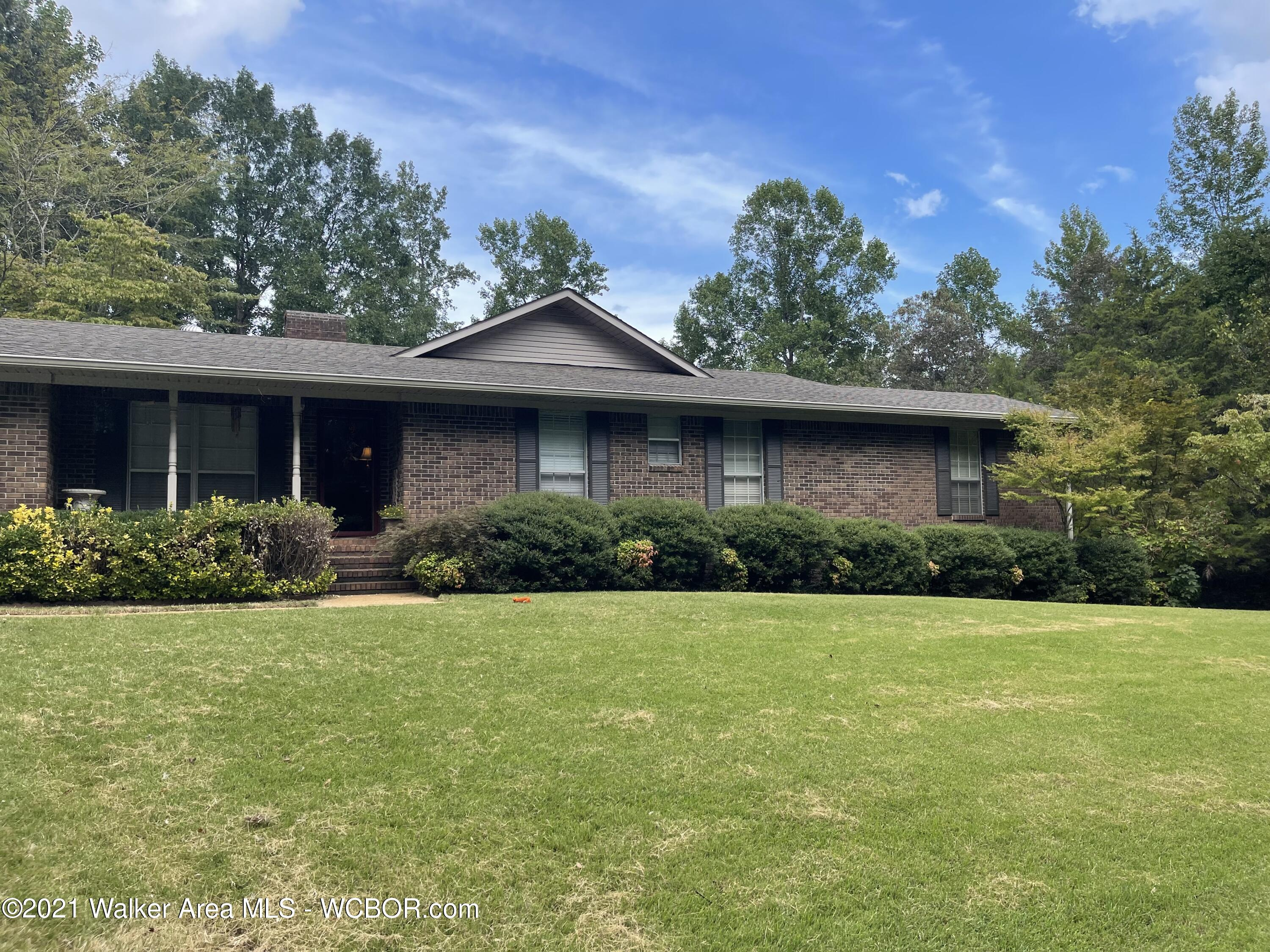 Photo of 625 FOOTHILL Rd, Winfield, AL 35594