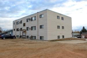121 5th St SE, Watford City, ND 58854