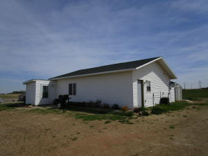 24 Sunrise Estates Rd, Watford City, ND 58854