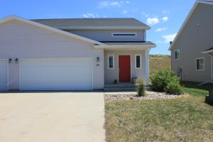 204 8th St NW, Watford City, ND 58854
