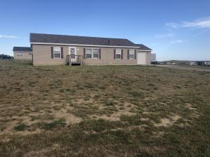 2646 Hillside Dr, Watford City, ND 58854