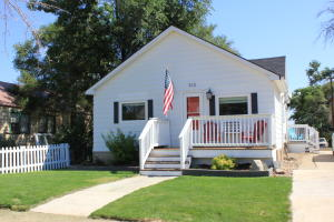 312 3rd St NW, Watford City, ND 58854