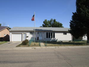 104 5th St SE, Watford City, ND 58854