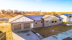 115 11th Ave NW, Watford City, ND 58845