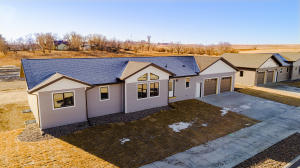 111 11th Ave NW, Watford City, ND 58845