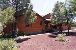 Awesome 4 Bedroom 3 Bathroom Home on 2.5 Acres in the Heart of Lakeside!